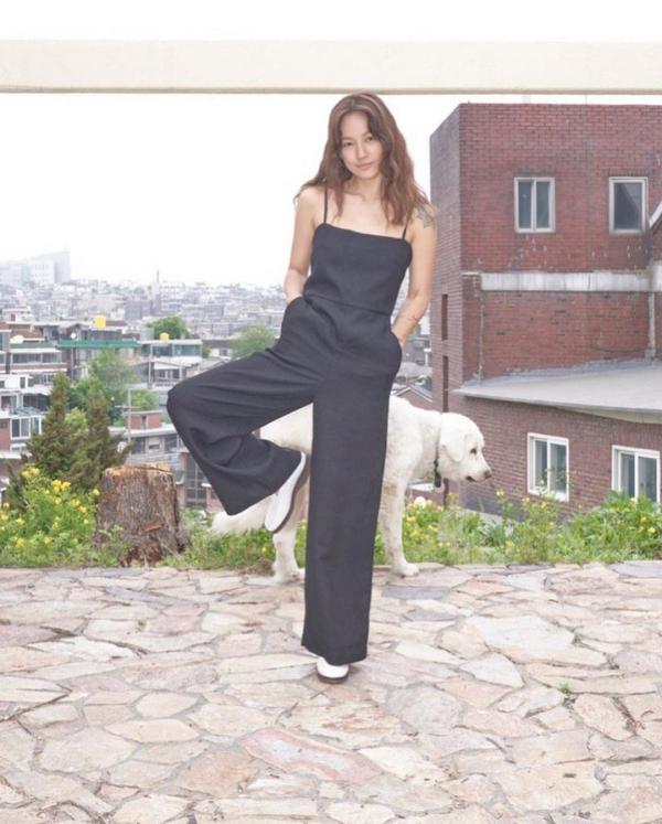 Sao Hàn mặc đẹp tuần qua: Loạt sao 'chỉ' cách mix đồ trendy mà dễ ứng dụng ngày hè, Joy liên tục tụt phong độ 15