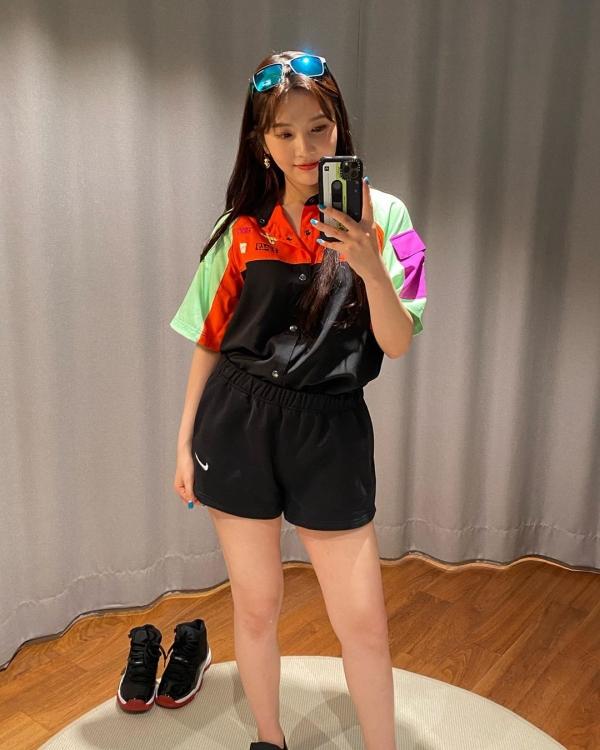 Sao Hàn mặc đẹp tuần qua: Loạt sao 'chỉ' cách mix đồ trendy mà dễ ứng dụng ngày hè, Joy liên tục tụt phong độ 27
