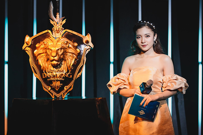 Không phải ADC hay Lai Bâng, MC Phương Thảo mới là người chiếm trọn 'spotlight' trong Chung kết Đấu Trường Danh Vọng mùa Xuân 2020 3