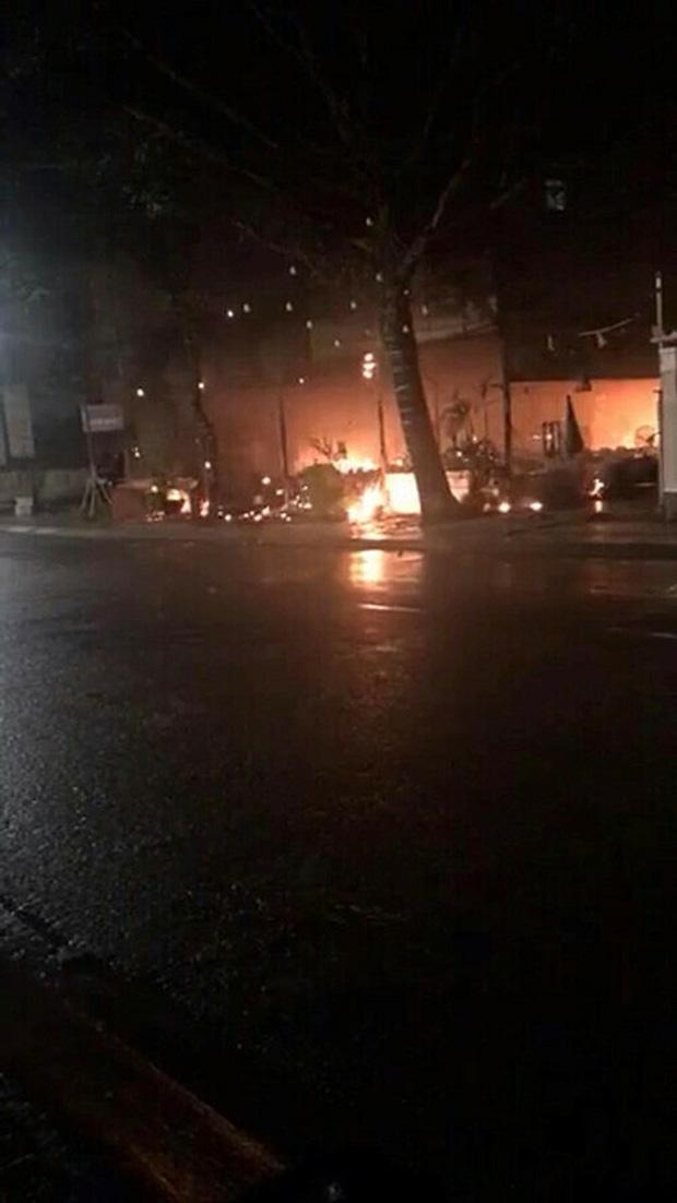 Nhà hàng của MC Nguyên Khang cháy rụi trong 'biển lửa' sau vài ngày hoạt động trở lại hậu dịch Covid-19 0