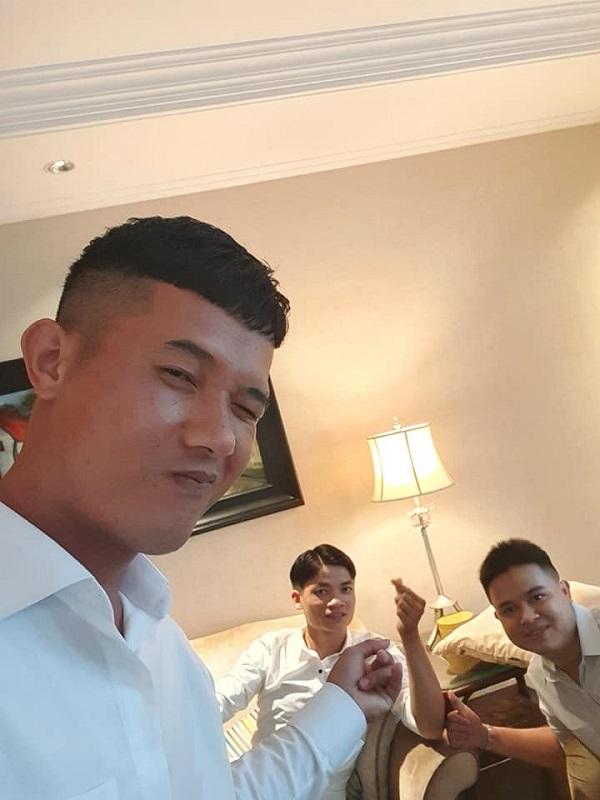 Dàn bạn thân 'nối khố' của Công Phượng tề tựu ở Sài Gòn, diện sơ mi trắng chỉn chu sẵn sàng dự đám hỏi? 0
