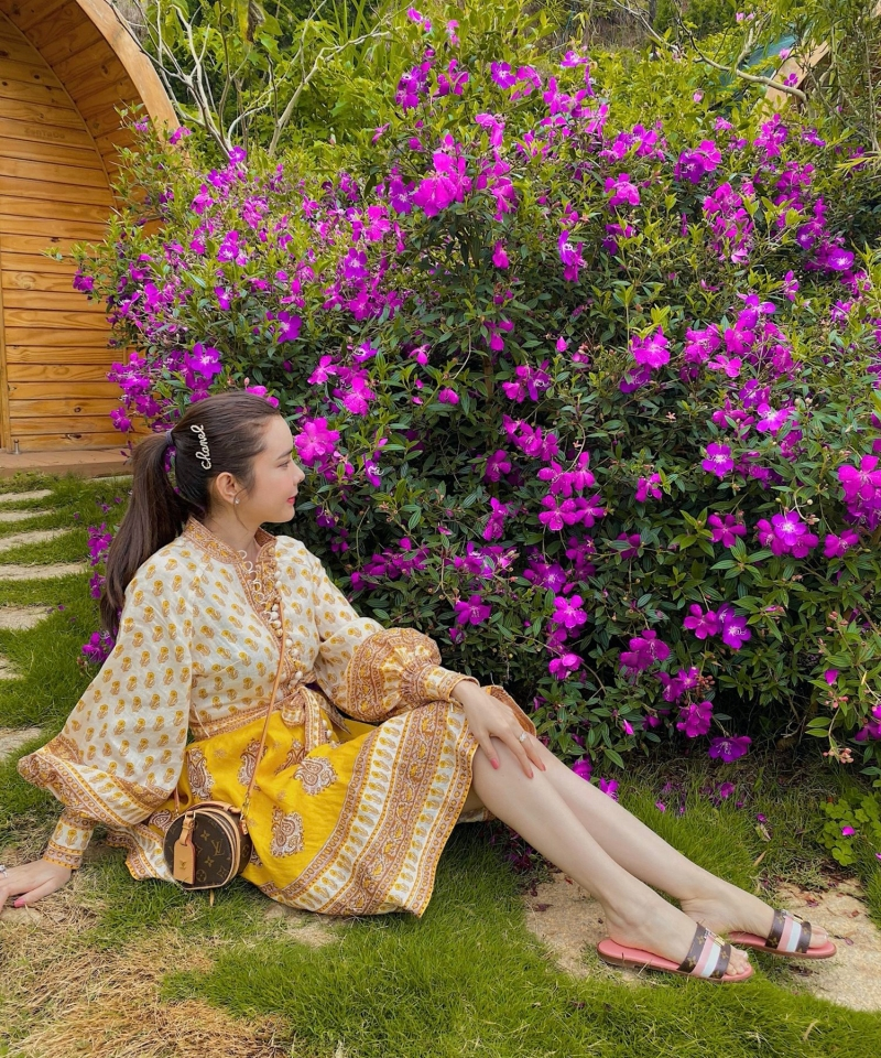 Huỳnh Vy cùng mẹ đi du lịch Đà Lạt, đọ sắc cùng ngàn hoa 0