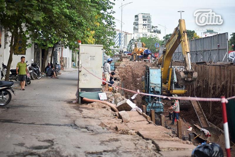 Là biểu tượng Thủ đô suốt 10 năm qua, sự 'sống còn' củabức tường cũng thu hút sự quan tâm của đông đảo người dân.