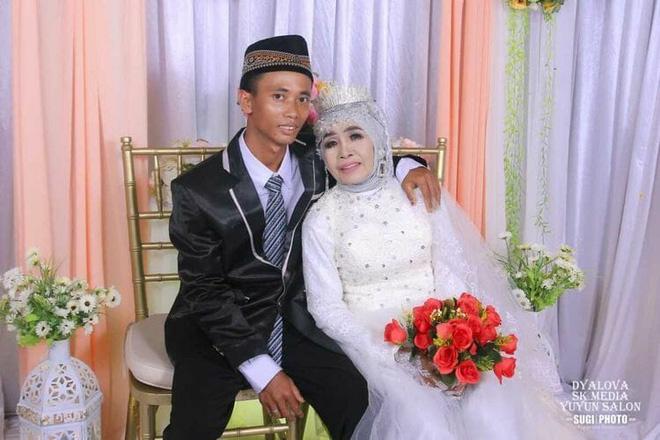 Nhận thanh niên 24 tuổi làm con nuôi, sau 1 năm người phụ nữ 65 tuổi đổi ý lấy luôn làm chồng 1