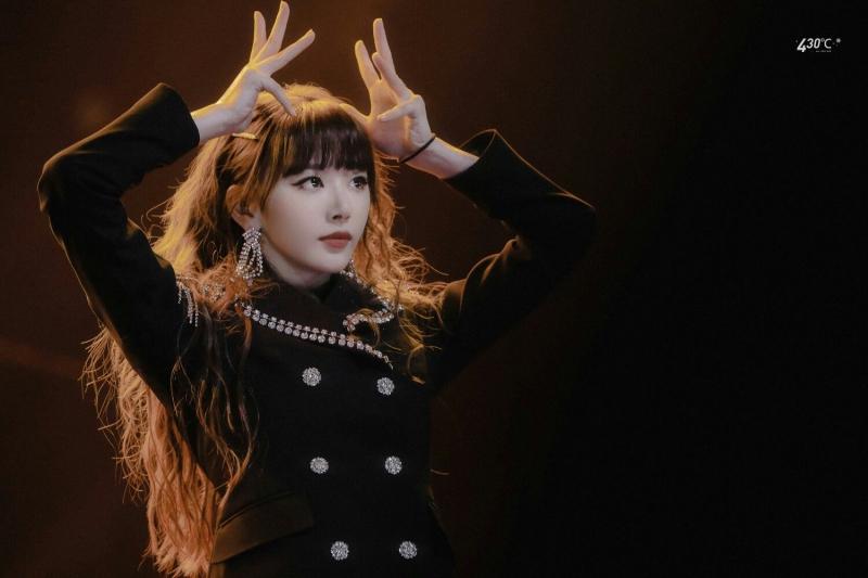 Khổng Tuyết Nhi là thực tập sinh đầu tiên bước vào lớp A. Cô nàng gây ấn tượng ngay từ đầu chương trình với vẻ đẹp sắc sảo, tài năng hát - nhảy - rap đều xuất sắc.