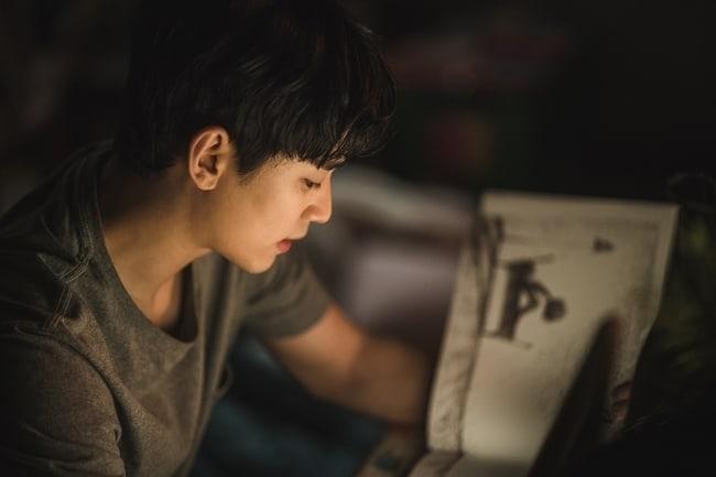 Kim Soo Hyun lộ hình ảnh mệt mỏi trong phim mới 'It's okay to not be okay' 1