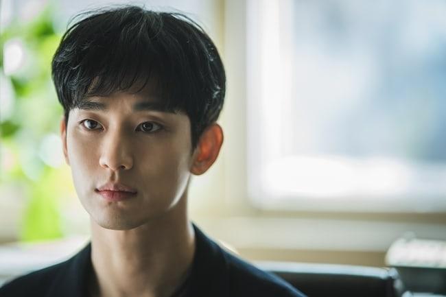 Kim Soo Hyun lộ hình ảnh mệt mỏi trong phim mới 'It's okay to not be okay' 2