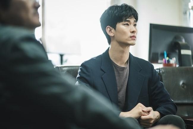 Kim Soo Hyun lộ hình ảnh mệt mỏi trong phim mới 'It's okay to not be okay' 3