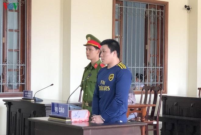 Bị cáo Huỳnh Bạch Hoàng Sơn bị xử 5 năm tù về tội giết người. Ảnh: VOV