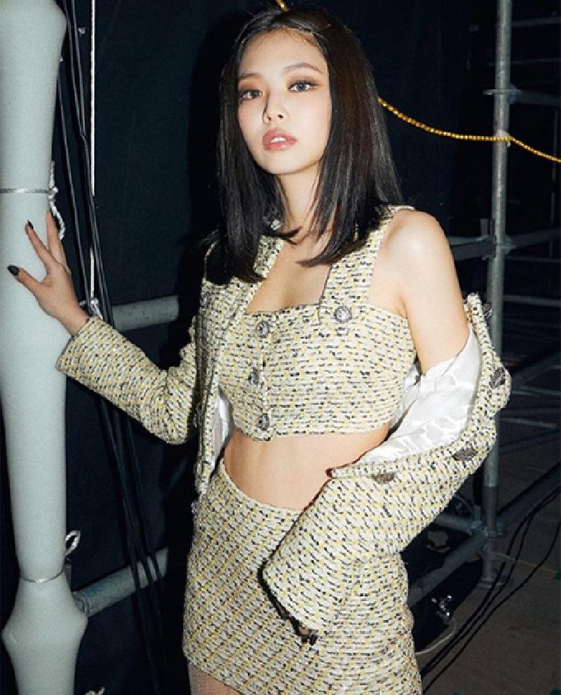 Hè đang nóng mà Joy (Red Velvet) lại càng làm nóng hơn bởi pha đụng hàng vàng rực với Jennie (Black Pink) 6