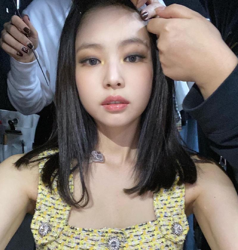 Hè đang nóng mà Joy (Red Velvet) lại càng làm nóng hơn bởi pha đụng hàng vàng rực với Jennie (Black Pink) 7