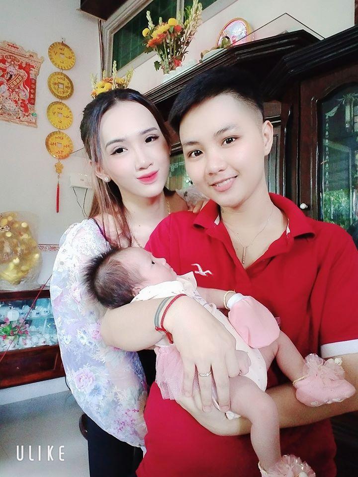 Vợ chồng Minh Khang - Minh Anh vừa tổ chức đầy tháng cho con gái.