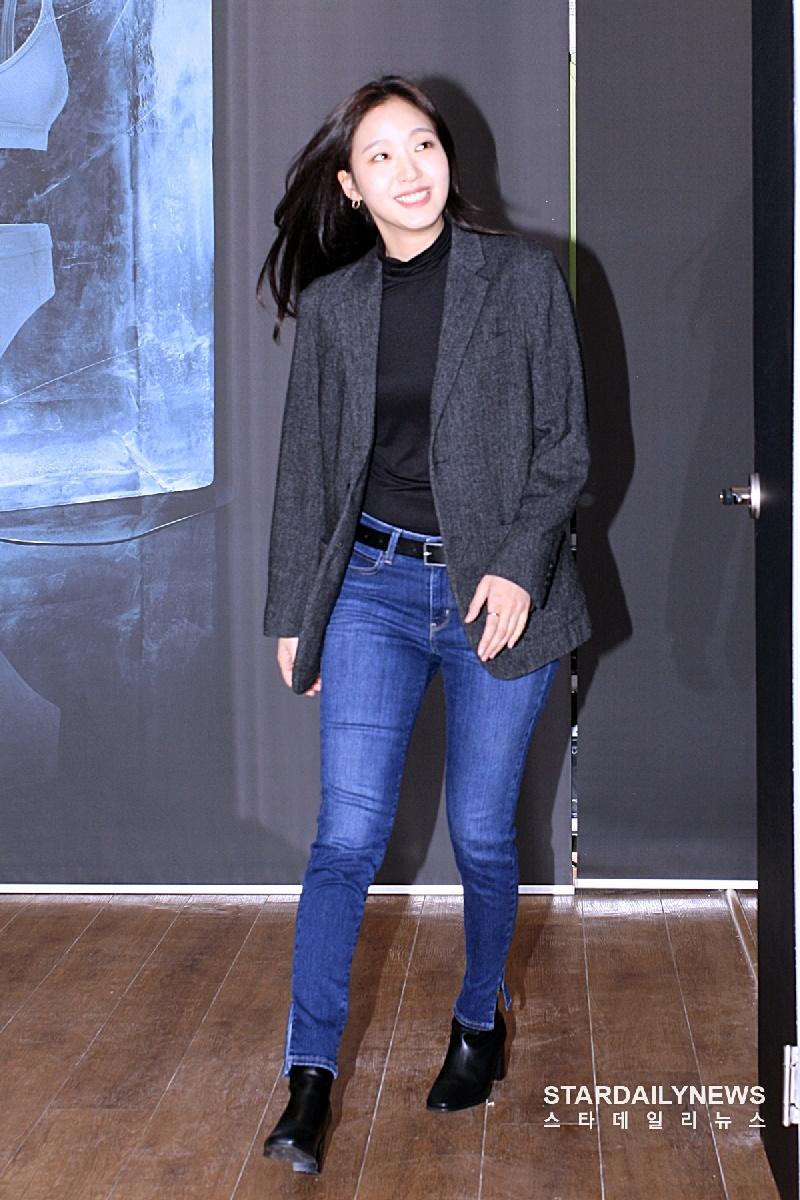 Top 10 mỹ nhân Kpop chứng minh 'lụa đẹp vì người', mặc đơn giản đến đâu cũng thần thái ngút ngàn 17
