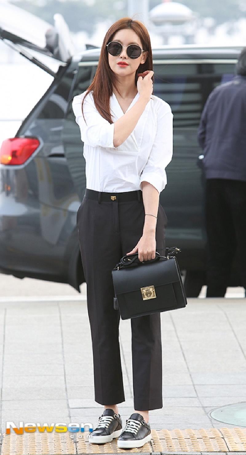 Top 10 mỹ nhân Kpop chứng minh 'lụa đẹp vì người', mặc đơn giản đến đâu cũng thần thái ngút ngàn 32