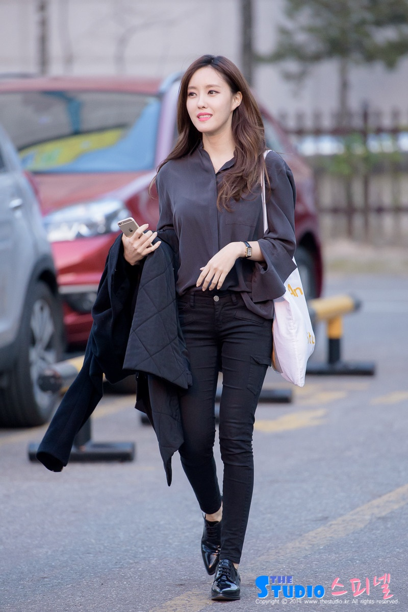 Top 10 mỹ nhân Kpop chứng minh 'lụa đẹp vì người', mặc đơn giản đến đâu cũng thần thái ngút ngàn 47