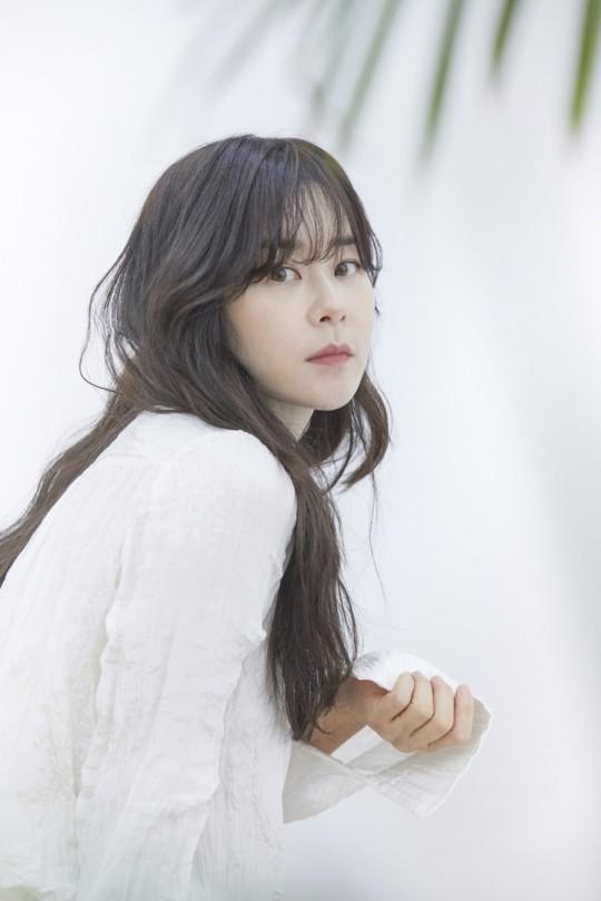 Choi Kang Hee phấn kích mỗi khi làm việc cùng 'bạn trai' Lee Sang Yeob và các diễn viên trong 'Giả danh' 1