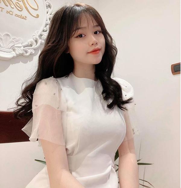Bạn gái Quang Hải hát 'Tôi không quan tâm', khoe thần thái xinh đẹp và tự tin 4