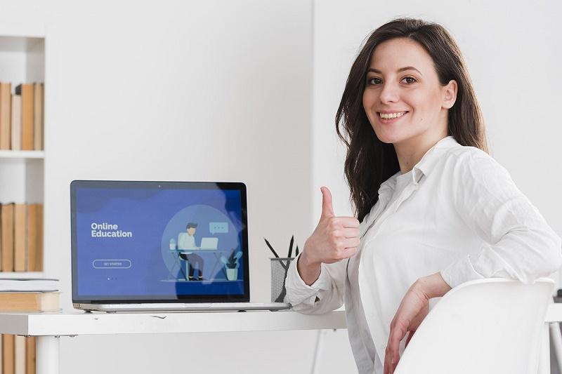 """Nhiều gia đình ở Anh lựa chọn dịch vụ """"gia sư online"""" để giúp con theo kịp chương trình học tại trường"""