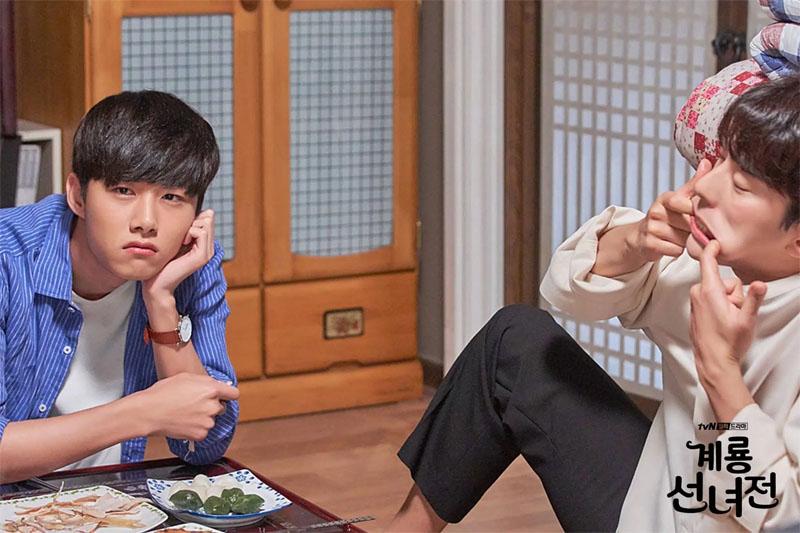 Seo Ji Hoon và Yoon Hyun Min trongMama fairy and the woodcutter