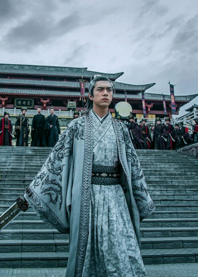 Kiếm vương triều là bộ phim truyền hình cổ trang - huyền huyễn đầu tiên của Lý Hiện