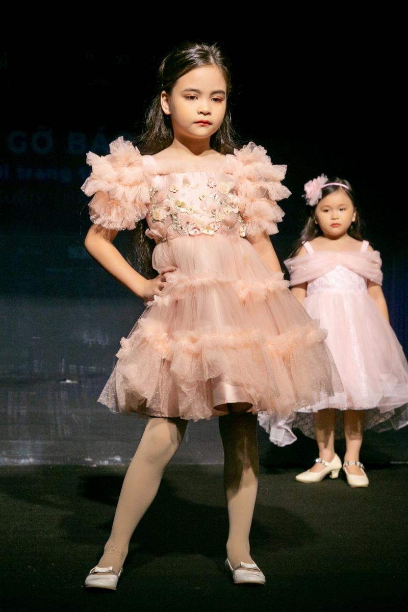 Xuân Lan đưa công nghệ tương tác vào sàn diễn Tuần lễ thời trang trẻ em Việt Nam mùa Xuân - Hè 2020 1
