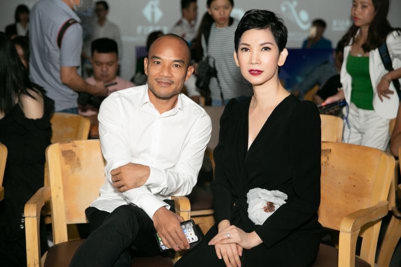 Siêu mẫu Xuân Lan và ông xã tại buổi họp báo.