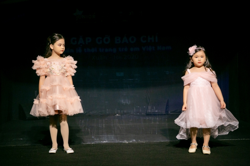Xuân Lan đưa công nghệ tương tác vào sàn diễn Tuần lễ thời trang trẻ em Việt Nam mùa Xuân - Hè 2020 4