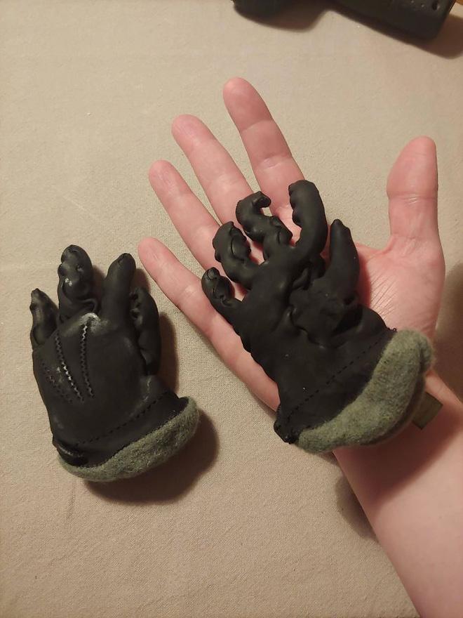 15. Quên mất lại cho đôi găng tay xịn vào máy giặt mới đau chứ.