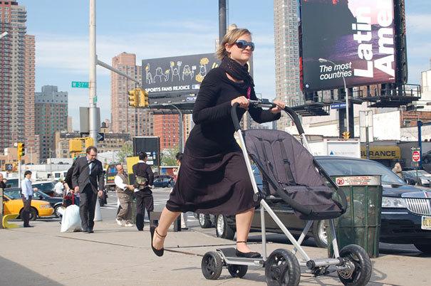 Xe đẩy trẻ em kết hợp xe trượt scooter thú vị giúp bạn di chuyển nhanh trên đường phố