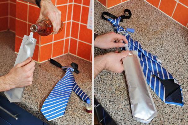 Chiếc cà vạt kết hợp vật dụng đựng chất lỏng như nước, rượu, bia ... thích hợp cho những anh chàng ưa sự tiện lợi
