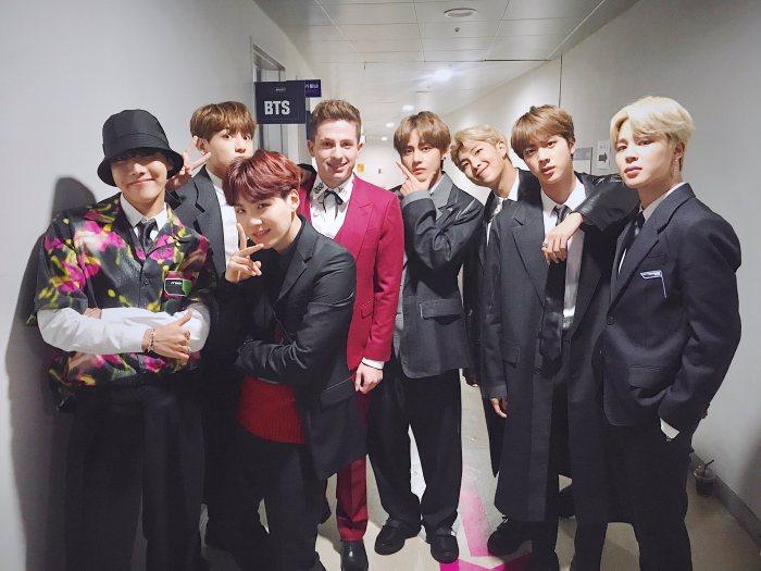 Anh chàng và BTS có tương tác qua lại trên mạng xã hội, cũng như trong các bài phỏng vấn.