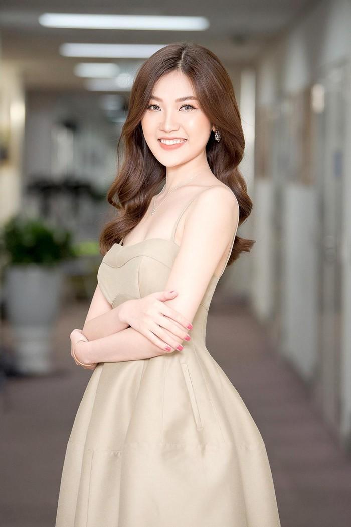 Vẻ xinh đẹp của Lương Thanh.