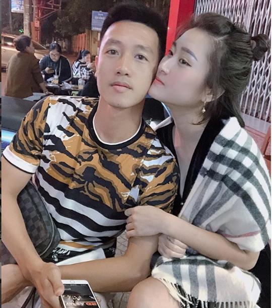 Khoảnh khắc tình bể bình của tiền vệ Huy Hùng và vợ sắp cưới xinh như hotgirl 5