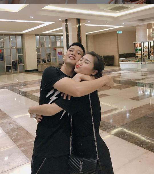 Khoảnh khắc tình bể bình của tiền vệ Huy Hùng và vợ sắp cưới xinh như hotgirl 6