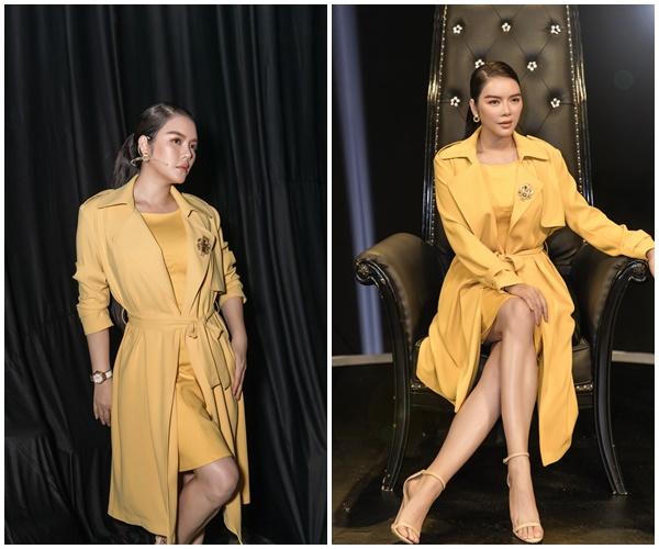 Không hổ danh là một trong những 'đại gia'có tiếngcủa showbiz Việt, nữ diễn viên xinh đẹp sở hữu rất nhiều đồ hiệu đáng mơ ước. Lý Nhã Kỳ rất biết cách mix&match các trang phục hay phụ kiện vô cùng mãn nhãn.