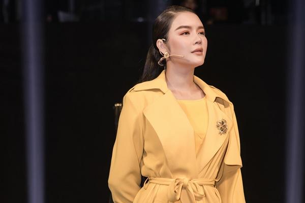 Xứng danh 'sao nữ đại gia' của showbiz Việt, Lý Nhã Kỳ diện 'cây vàng' trong gameshow, nổi bần bật với đồng hồ 'đắt xắt ra miếng' 2