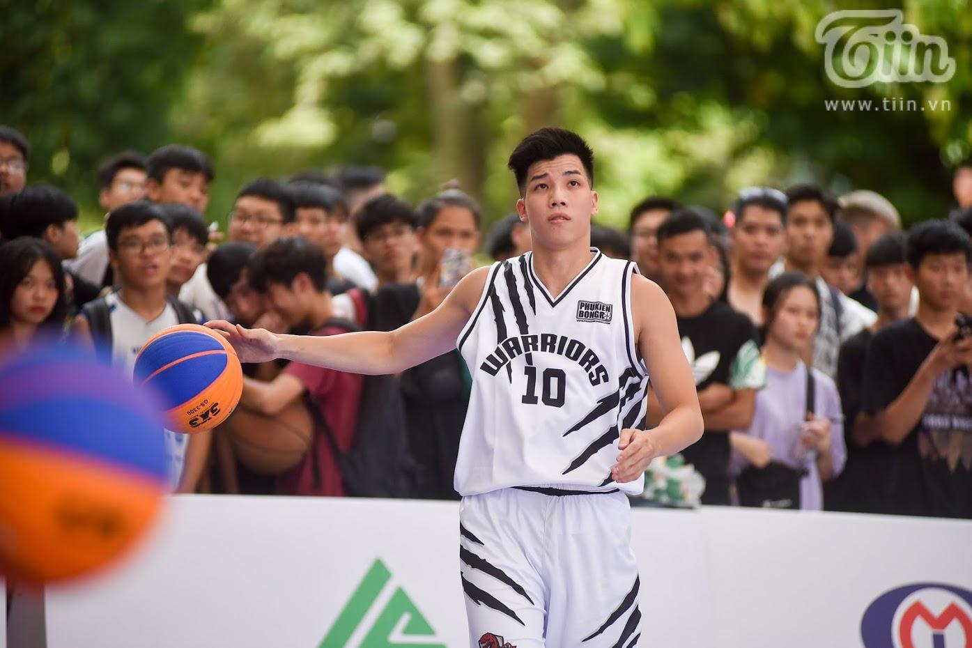 Giải bóng rổ chưa có tiền lệ giữa phố đi bộ Hồ Gươm: Giới trẻbất chấp nắng nóng gay gắt đến xem chật cứng 12