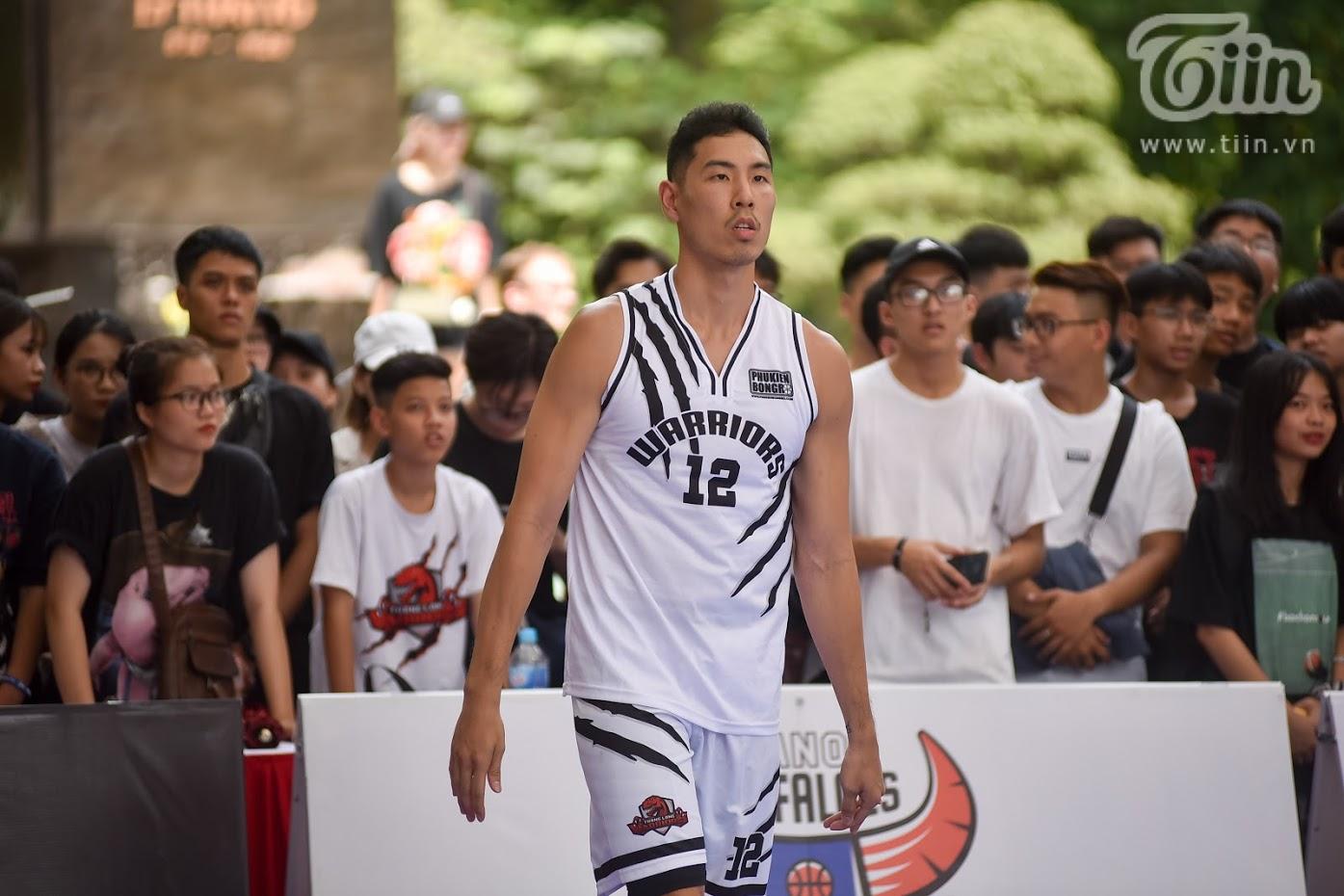 Giải bóng rổ chưa có tiền lệ giữa phố đi bộ Hồ Gươm: Giới trẻbất chấp nắng nóng gay gắt đến xem chật cứng 13