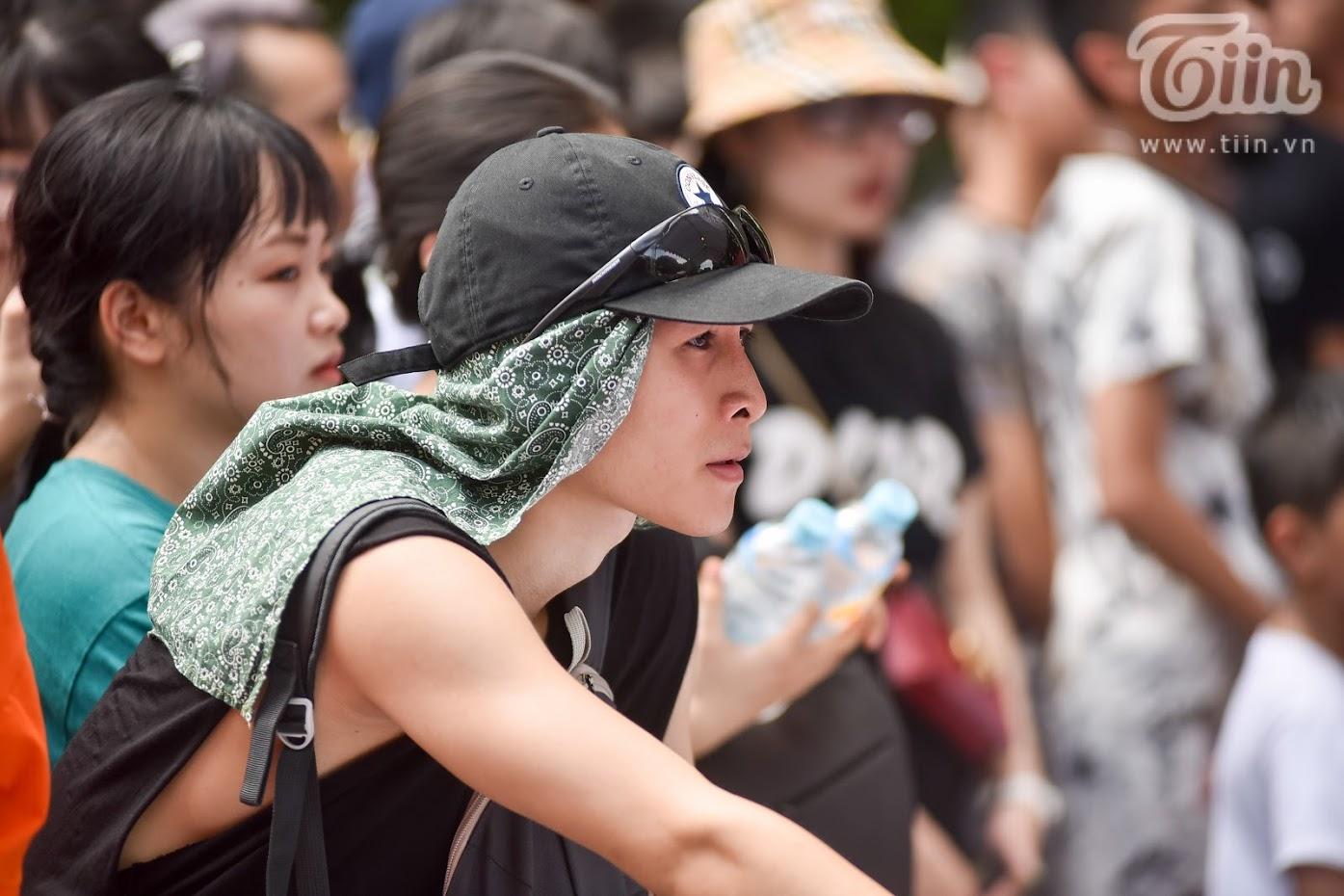 Giải bóng rổ chưa có tiền lệ giữa phố đi bộ Hồ Gươm: Giới trẻbất chấp nắng nóng gay gắt đến xem chật cứng 7