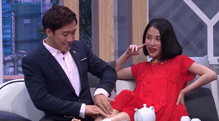 Mai Hồ - Trấn Thành phối hợp ăn ý trong một tiểu phẩm diễn chung.