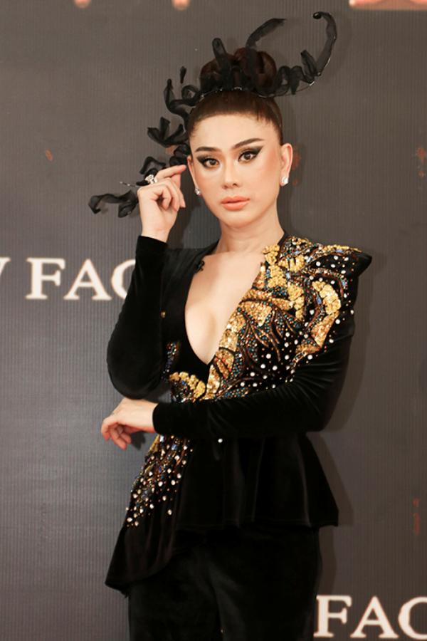 Lâm Khánh Chi đeo trang sức 50 tỷ đồng,lần đầu catwalk thị phạm cho thí sinh 4