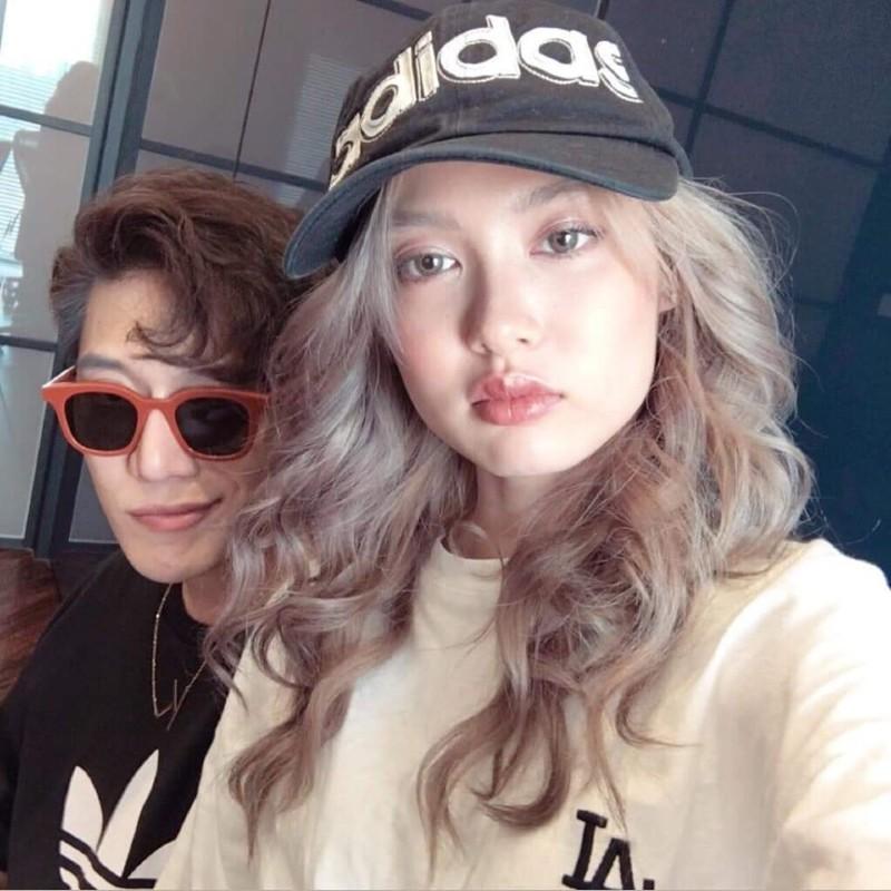 Fung La - người mẫu từng xuất hiện trong nhiều MV của Orange cho biết cô cảm thấy Superbrothers đối xử với nhau như một gia đình, và Châu Đăng Khoa rất chăm lo cho Orange.