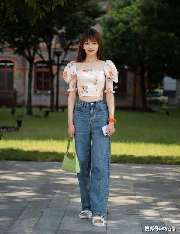 Thời trang mùa hè khác biệt của giới trẻ Trung - Hàn: Bên 'kín bưng', bên sexy 'nức nở' 0