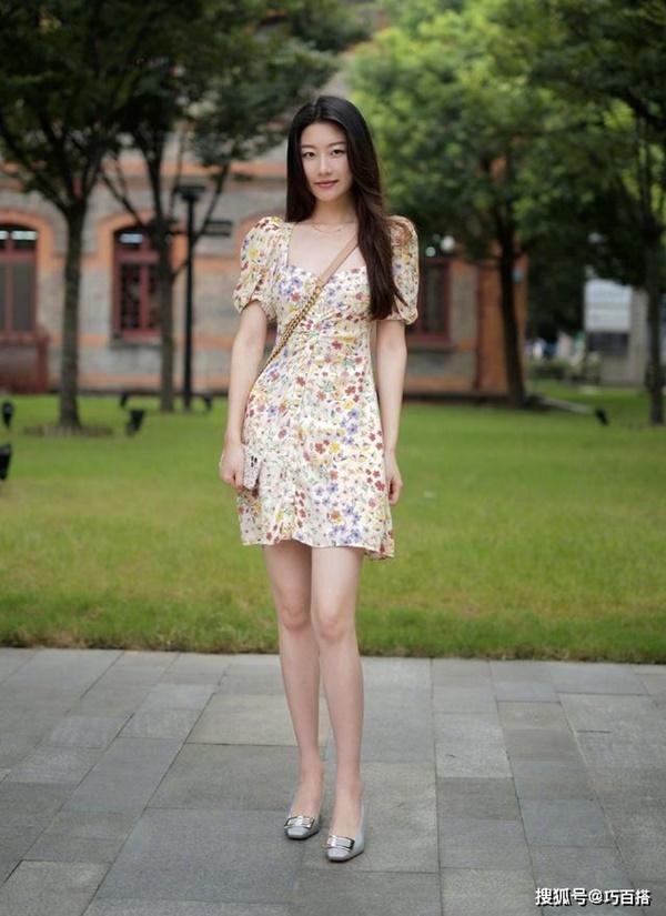 Thời trang mùa hè khác biệt của giới trẻ Trung - Hàn: Bên 'kín bưng', bên sexy 'nức nở' 4