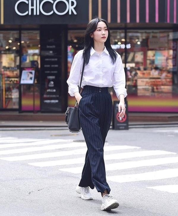 Thời trang mùa hè khác biệt của giới trẻ Trung - Hàn: Bên 'kín bưng', bên sexy 'nức nở' 8