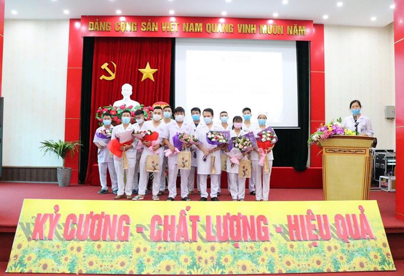 Trong đoàn cán bộ 33 người, bệnh viện Kiến An 'góp sức' 12 người.