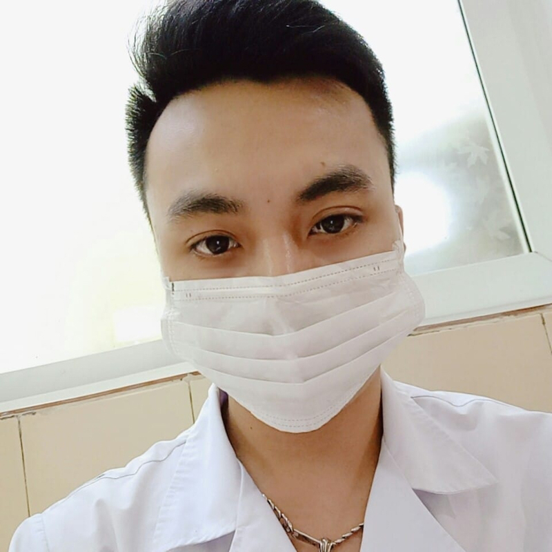 Nam điều dưỡng Vũ Tuấn Cường (24 tuổi) xung phong chống dịch.
