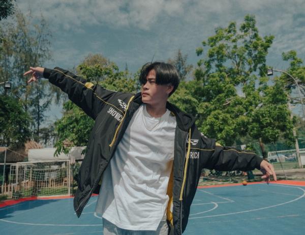 Vừa gây bão tại Rap Việt, 'siêu thí sinh' đội Binz nhanh tay tung MV kể chuyện vụt mất tình yêu đầu đời 1