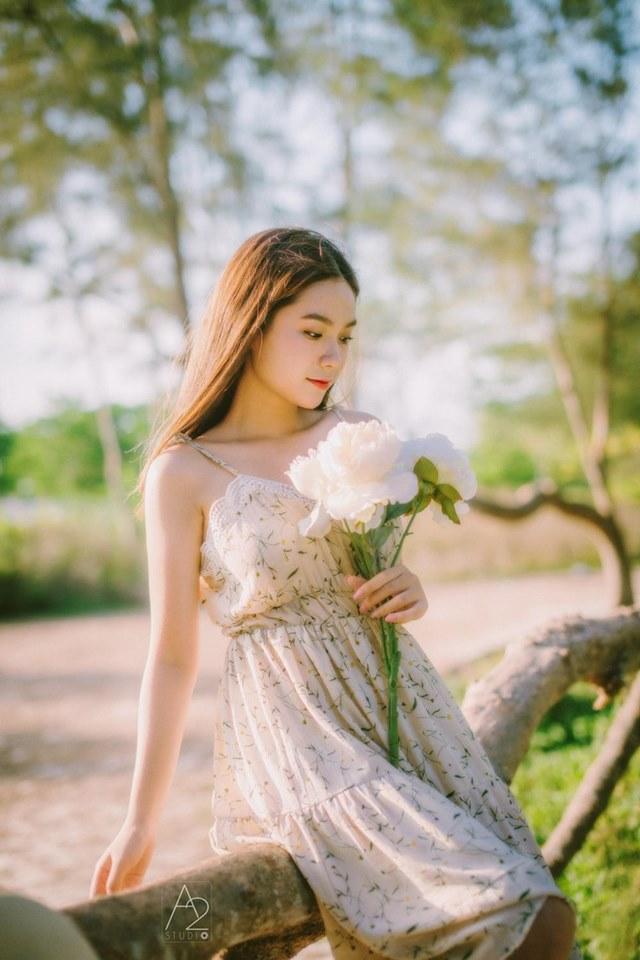Trần Thuỳ Vi Phương Trinh là một trong những nữ sinh nổi bật theo học chuyên ngành Truyền thông đa phương tiện tại ĐH FPT. Cô bạn 10X này từng đạt danh hiệu Nữ thanh niên thanh lịch của TP Cần Thơ và lọt Top 100 Miss teen Việt Nam năm 2017.