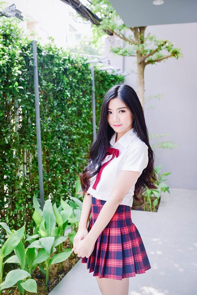 Nguyễn Bùi Nam Phương - Miss Teen 2017 là nữ sinh chuyên ngành Digital Marketing ĐH FPT. Dù còn đang đi học nhưng nữ sinh này đã sớm đầu quân cho một công ty giải trí và được nhiều người biết đến với vai trò là một Vlogger xinh đẹp.